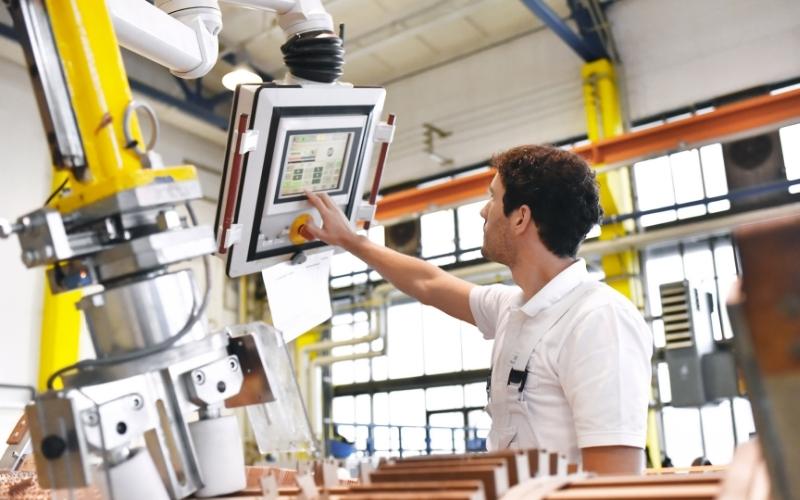 U.S. Records 3.2% Rises in Manufacturing PMI in December