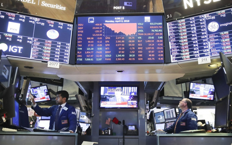 Stocks Dust Off Challenging Year to Close Near Record Highs, Dollar Slips