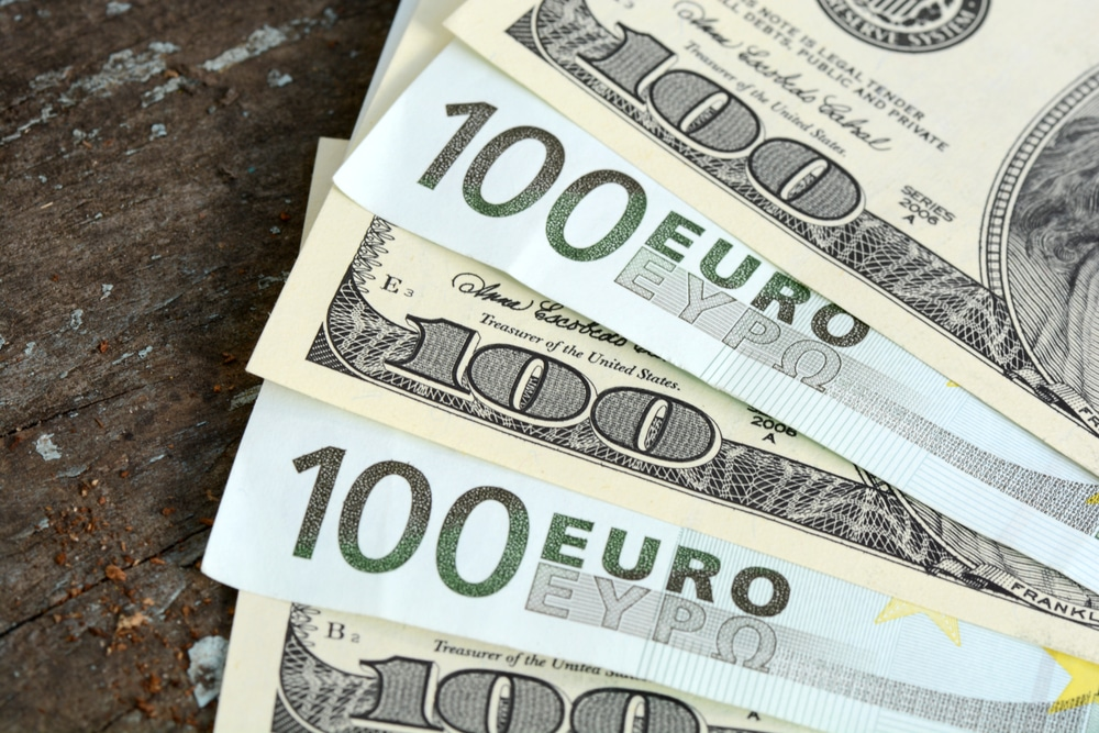 EUR/USD Slides to 5-Month Lows as Dollar Rally and Oil Sell-off Persist