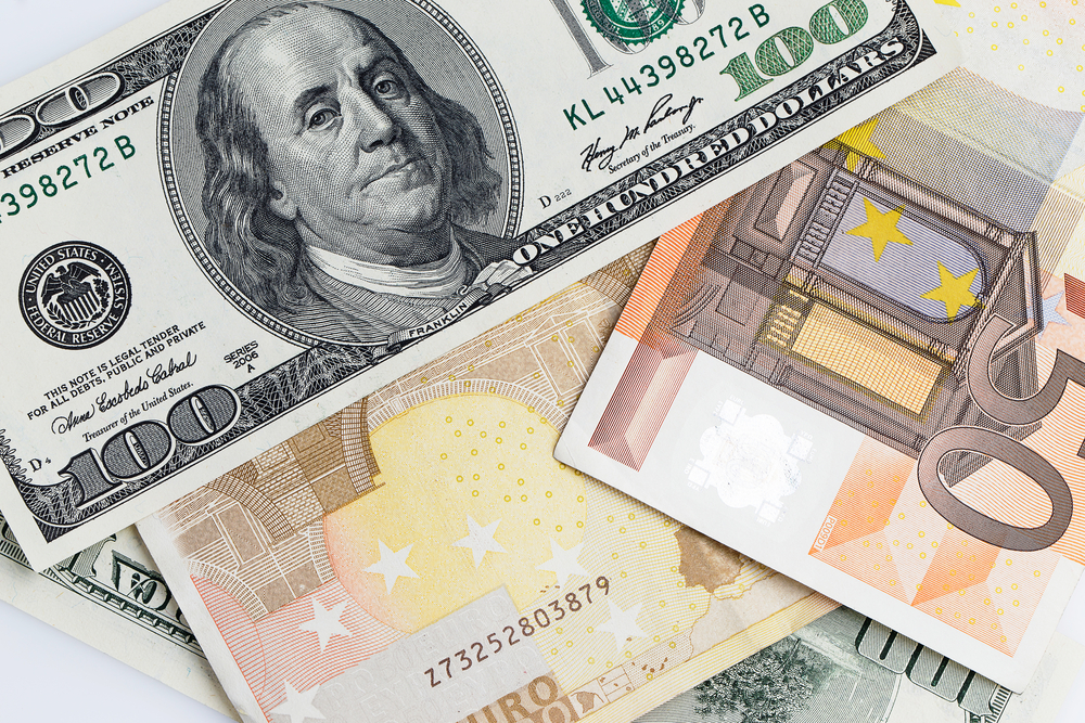 EUR/USD Forms Massive Head and Shoulders Pattern ahead of ECB