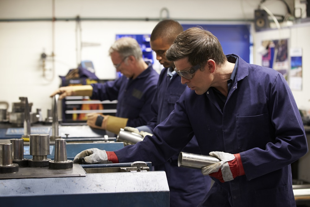 UK Manufacturing PMI Slips to 60.4 in July with Input Shortage Driving Up Cost